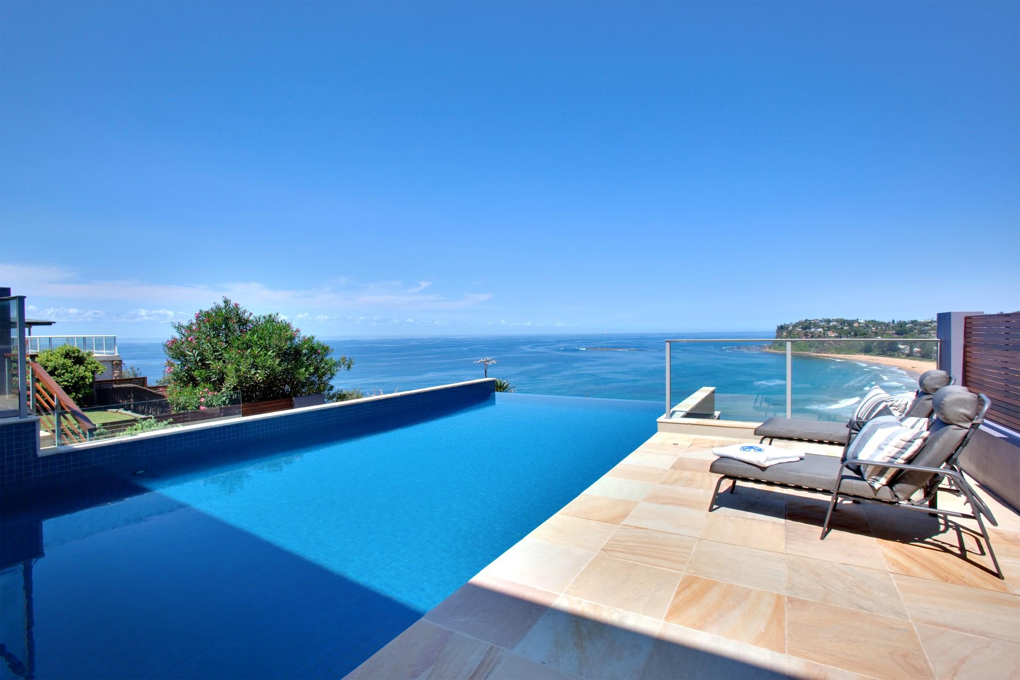 Breathtakingly beautiful beachfront pool in Newport