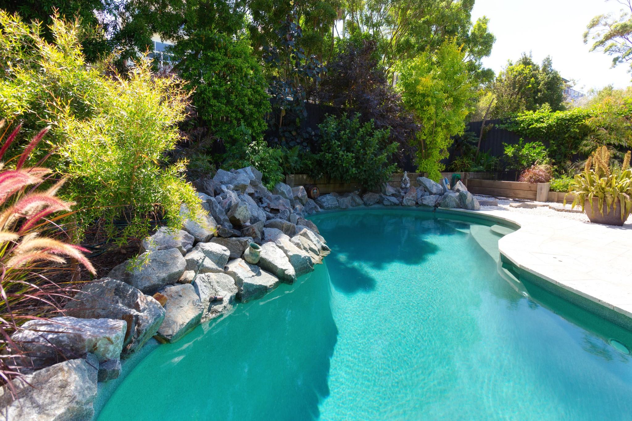 Curled shaped Custom design swimming pool