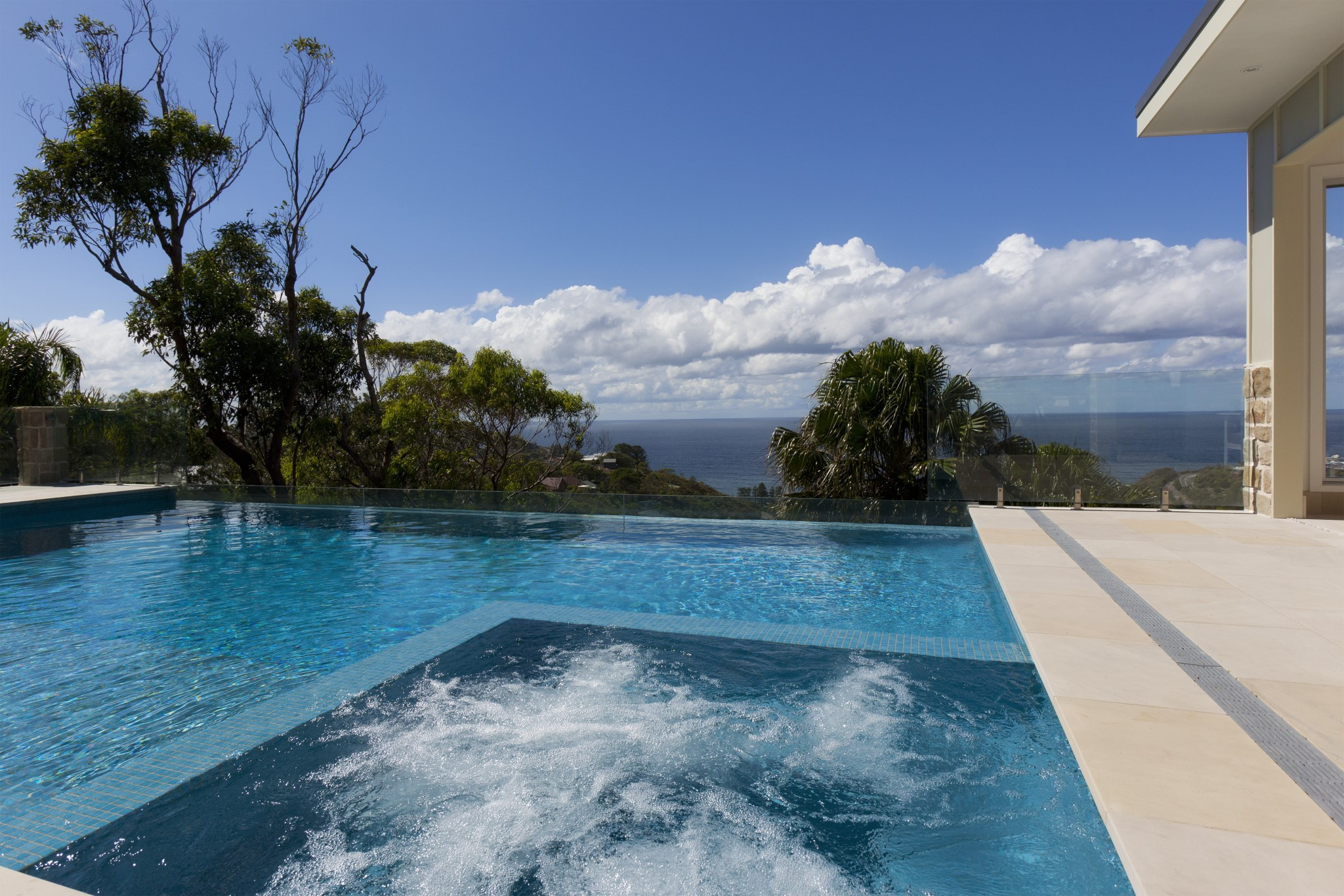View of a swimming pool with seaview in Bilgola